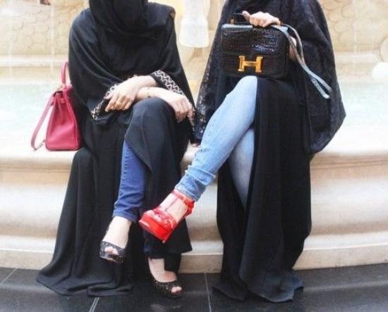 10-ideas-to-wear-jeans-with-abaya